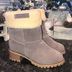 Shoes - NWOT heeled Sherpa lined gray booties